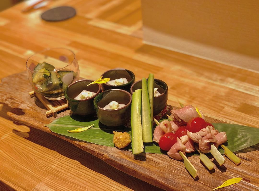 本日のお通し(¥490) ・里芋のねり豆腐 ・合鴨ロース串 ・無農薬野菜の山東菜 ・季節野菜の揚げ煮