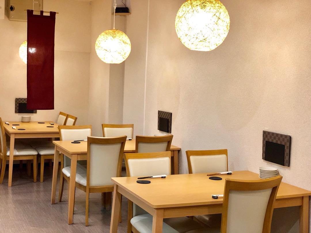 ・ 落ち着いた空間でお食事ができます!