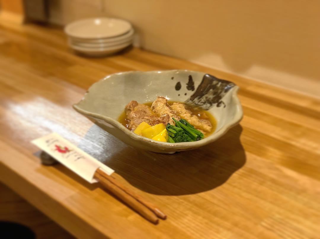・ おはどころ菜でしこの  イチオシメニュー ~豚バラなんこつのトロトロ煮込み~¥790 トロトロに煮込んだコラーゲンたっぷり豚バラなんこつ! 脂身はカットし、ヘルシーに。  いかがでしょうか?