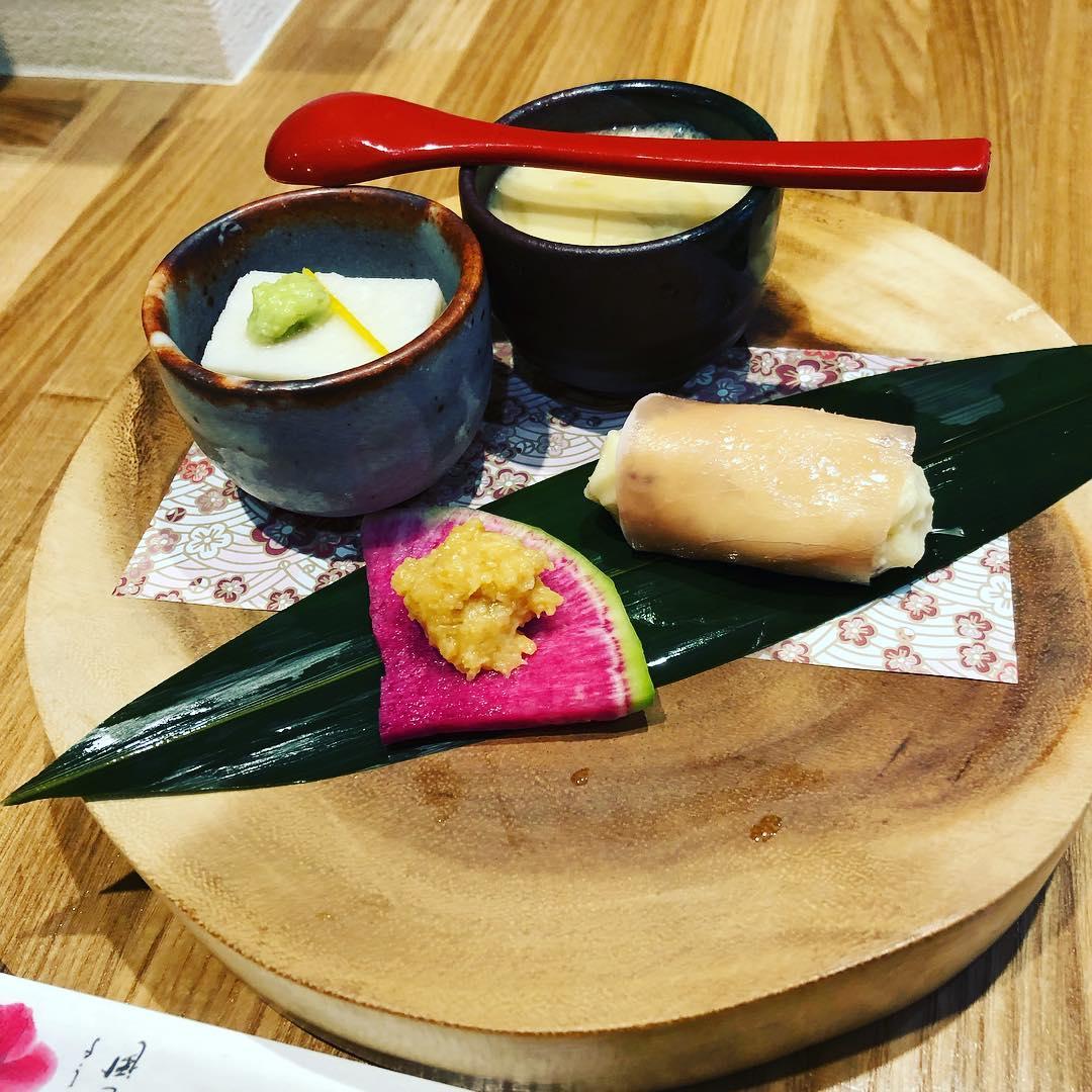 本日のお通しです️ ミニ茶碗蒸し 里芋のねり豆腐 生ハムのポテトサラダ 紅芯大根の味噌添え