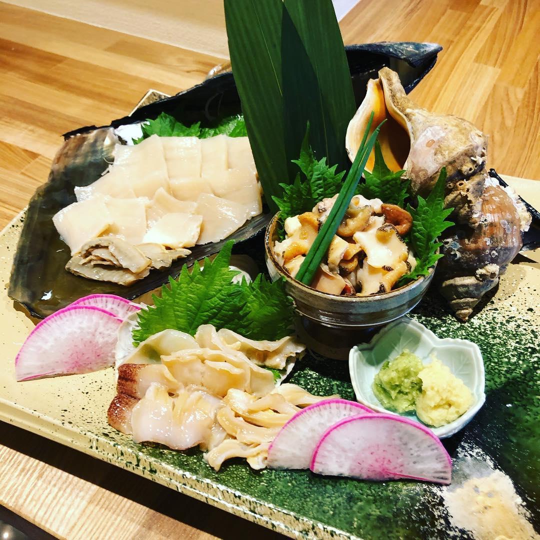 [おはしどころ菜でしこ]  本日ご注文頂いた 豪華貝3種盛りです️ たいら貝 白みる貝 つぶ貝