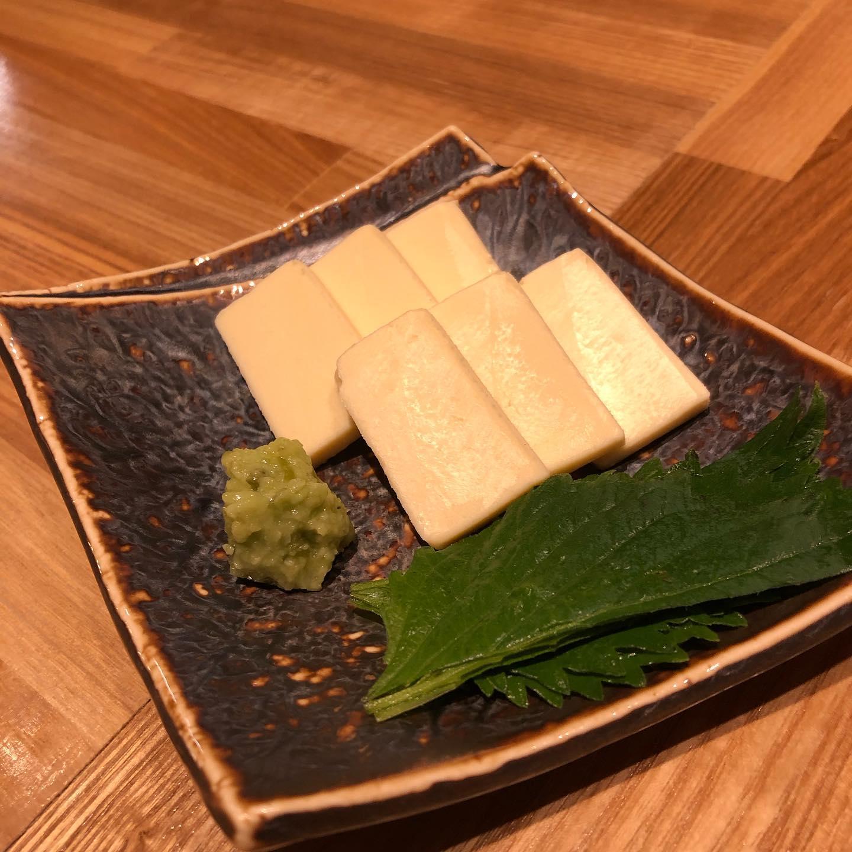 [おはしどころ菜でしこ]  クリームチーズの特製味噌漬け  490円  口どけの良いクリームチーズを 特製味噌に10日間漬け込み、 2日間脱水させて作って有ります  日本酒やワインにぴったりな逸品です
