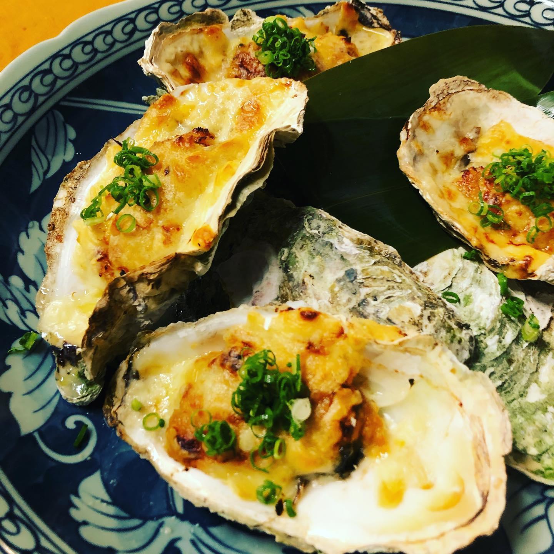 [おはしどころ菜でしこ]  先日のコース料理の焼き物です️ 「広島産かきの味噌グラタン」  日本酒ですね〜