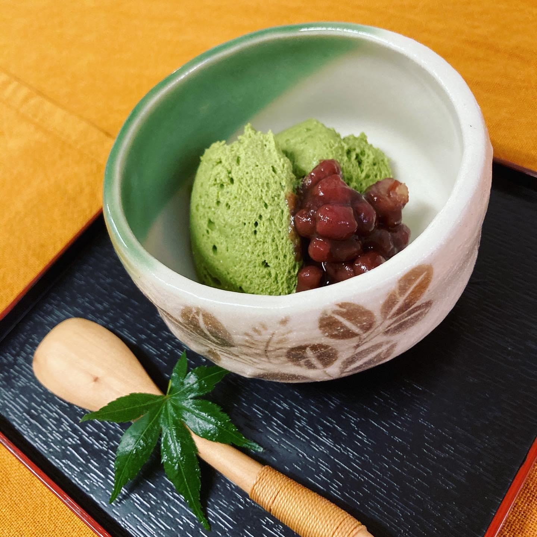 [おはしどころ菜でしこ] 〜抹茶の和風レアチーズ〜   京都の宇治抹茶とクリームチーズ、  北海道の高級生クリームを使って仕上げた  甘さ控えめ大人スイーツ    添えてあるゆであずきも  北海道産の美味しいやつを探してきました    材料にこだわった自慢のスイーツ️  召し上がってみてください      #おはしどころ菜でしこ #本庄駅南口ロータリー内 月曜日定休 17:00オープン  #菜でしこ #なでしこ #本庄女子会 #居酒屋 #本庄1人飲み #ほんじょうテイクアウト #テイクアウト #本庄テイクアウト #本庄出張料理 #本庄駅前テイクアウト #前橋 #籠原 #お通しが豪華
