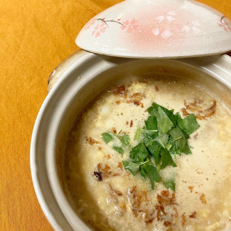 [おはしどころ菜でしこ] 〜やさしい鶏スープの玉子ぞうすい〜   鶏ガラからじっくりコトコト。   香味野菜と豆乳で クリーミーかつ以外にあっさりと 仕上げてあります。   ※前日までのご予約で  ご用意しておりますよ    #おはしどころ菜でしこ #本庄駅南口ロータリー内 月曜日定休 17:00オープン  #なでしこ #本庄女子会 #本庄宴会 #本庄飲み放題 #本庄駅居酒屋 #ほんじょうテイクアウト #本庄海鮮居酒屋 #高崎 #籠原 #本庄日本酒 #本庄女子一人飲み