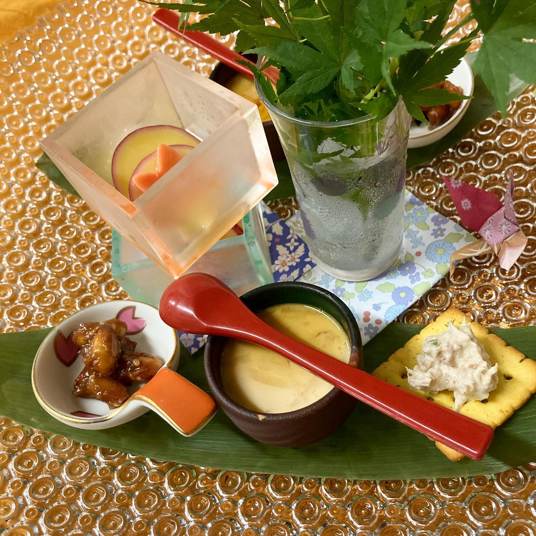 [おはしどころ菜でしこ] 〜5000円コース料理(全10 品)〜   昨日の2名様にお出ししたお料理です。   ・先付け4種盛り  ・トマトシャーベットサラダ(写真撮り忘れ)  ・お造り3種盛り(湯葉、炙りぶり、たい昆布〆)  ・ぶりのこがし味噌焼き  ・里芋れんこん饅頭の揚げ出し  ・海老しんじょうの食パン揚げ  ・豚なんこつのトロトロ煮  ・フランス産合鴨のロース煮  ・漬物盛り合わせ  ・やさしい鶏スープの雑炊  ・柚子のゼリーシャーペット   コース料理の内容は その日の仕入れにより変わります😀   召し上がれないものがあれば、 事前におっしゃっていただければ ご対応いたしますよ     #おはしどころ菜でしこ #本庄駅南口ロータリー内 月曜日定休 17:00オープン  #なでしこ #本庄女子会 #本庄宴会 #本庄飲み放題 #本庄駅居酒屋 #ほんじょうテイクアウト #本庄テイクアウト #高崎 #籠原 #本庄日本酒 #本庄女子一人飲み