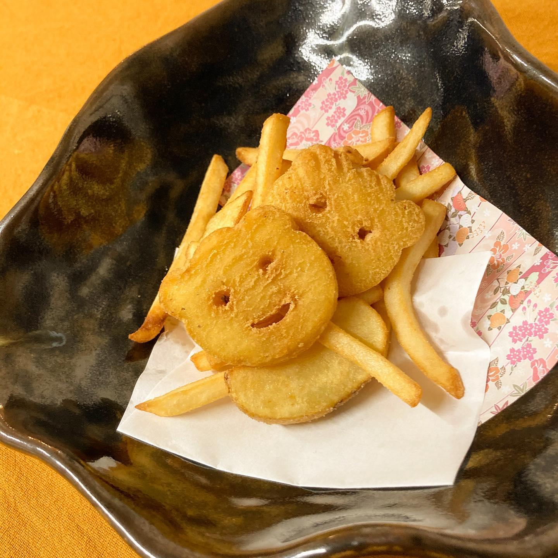 [おはしどころ菜でしこ] 〜2種類のポテトフライ〜   お刺身や焼き魚なんかもいいけど、、   やっぱりこういうのも 美味しいですよね〜   揚げ方も使うお塩も ちゃんと研究してるので サクサクホクホクなんです🤤           #おはしどころ菜でしこ #本庄駅南口ロータリー内 月曜日定休 17:00オープン  #なでしこ #本庄女子会 #本庄宴会 #本庄飲み放題 #本庄居酒屋 #ほんじょうテイクアウト #本庄海鮮居酒屋 #高崎 #本庄PayPay #本庄市 #本庄日本酒 #本庄一人飲み #本庄女子一人飲み #GotoEat  #ポテトフライ #菜でしこに来ると明日からも頑張れると言われたい