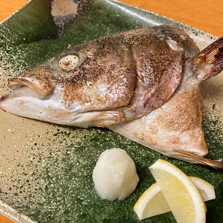 [おはしどころ菜でしこ] 〜1日限定1皿!ぶりのかま焼き〜    ぶりを入荷した日にしか無い 大サービスな一品です(990円)    ぶりかまの美味しさはご存知でしょうが、 ぶりのほほ肉を食べた事が無い方は 多いのでは無いでしょうか    美味いです!   美味すぎです🤤   日本酒と相性良すぎです🤤🤤    もちろんビールでも       #おはしどころ菜でしこ #本庄駅南口ロータリー内 月曜日定休 17:00オープン  #菜でしこ #なでしこ #本庄女子会 #本庄宴会 #本庄飲み放題 #本庄居酒屋 #ほんじょうテイクアウト #本庄海鮮居酒屋 #高崎 #本庄PayPay #本庄市 #本庄日本酒 #本庄一人飲み #本庄女子一人飲み #GotoEat  #ぶりかま焼き #菜でしこに来ると明日からも頑張れると言われたい
