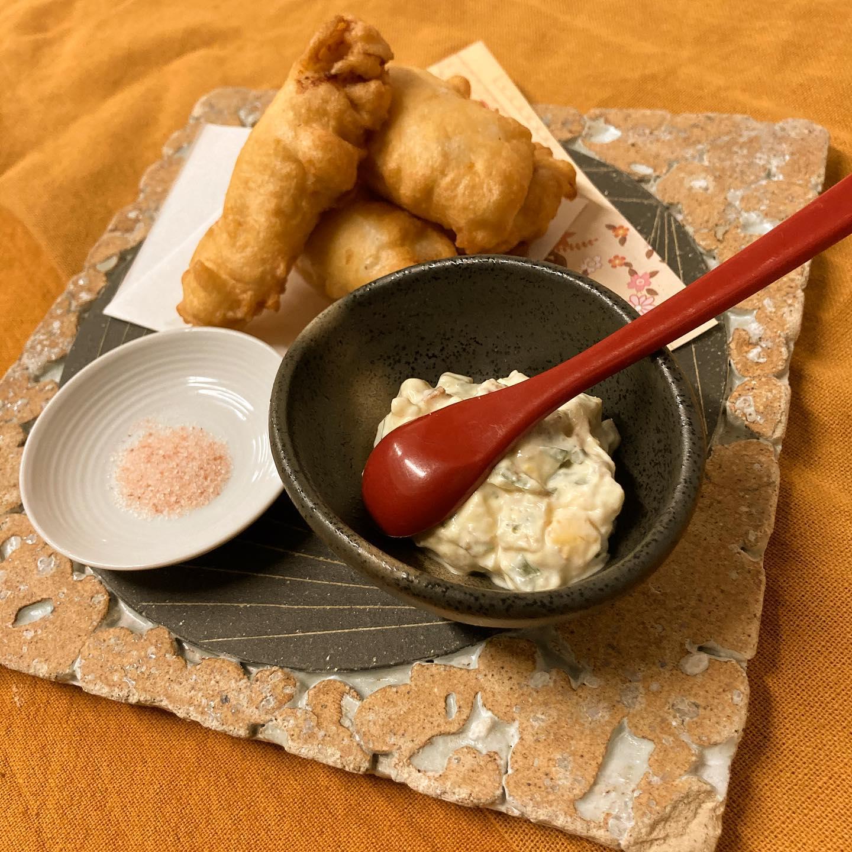 [おはしどころ菜でしこ] 〜ささみの天ぷら、梅タルタルで〜    菜でしこの天ぷらはフワフワ。  ちょっと変わっているんです     研究を重ねてパサつき感ゼロの  しっとりささみは、ちょっとビックリな  美味しさですよ      【埼玉県本庄駅徒歩30秒】 【月曜日定休】 【17:00〜20:00】 【17:00前のご来店は予約のみで可】 【お昼の和食コース有り🥢】 【インスタのメッセージ問合せ】    #本庄 #本庄和食 #本庄居酒屋 #ほんじょうテイクアウト #本庄海鮮居酒屋 #本庄一人飲み #本庄女子一人飲み #本庄グルメ #本庄ディナー #グルメ好きと繋がりたい #インスタ映え #おはしどころ菜でしこYouTube  #とり天