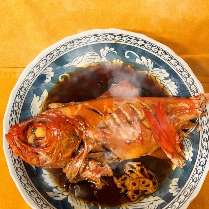 [おはしどころ菜でしこ] 〜金目鯛の煮付け〜    本日のおすすめ、、、   で無く、父の日のプレゼントで うちの親にあげました        【埼玉県本庄駅徒歩30秒】 【17:00〜21:00】 【お昼の和食コース有り🥢】  【インスタのメッセージ問合せ】 【お店️0495-23-3058】 【携帯080-3455-4951】       