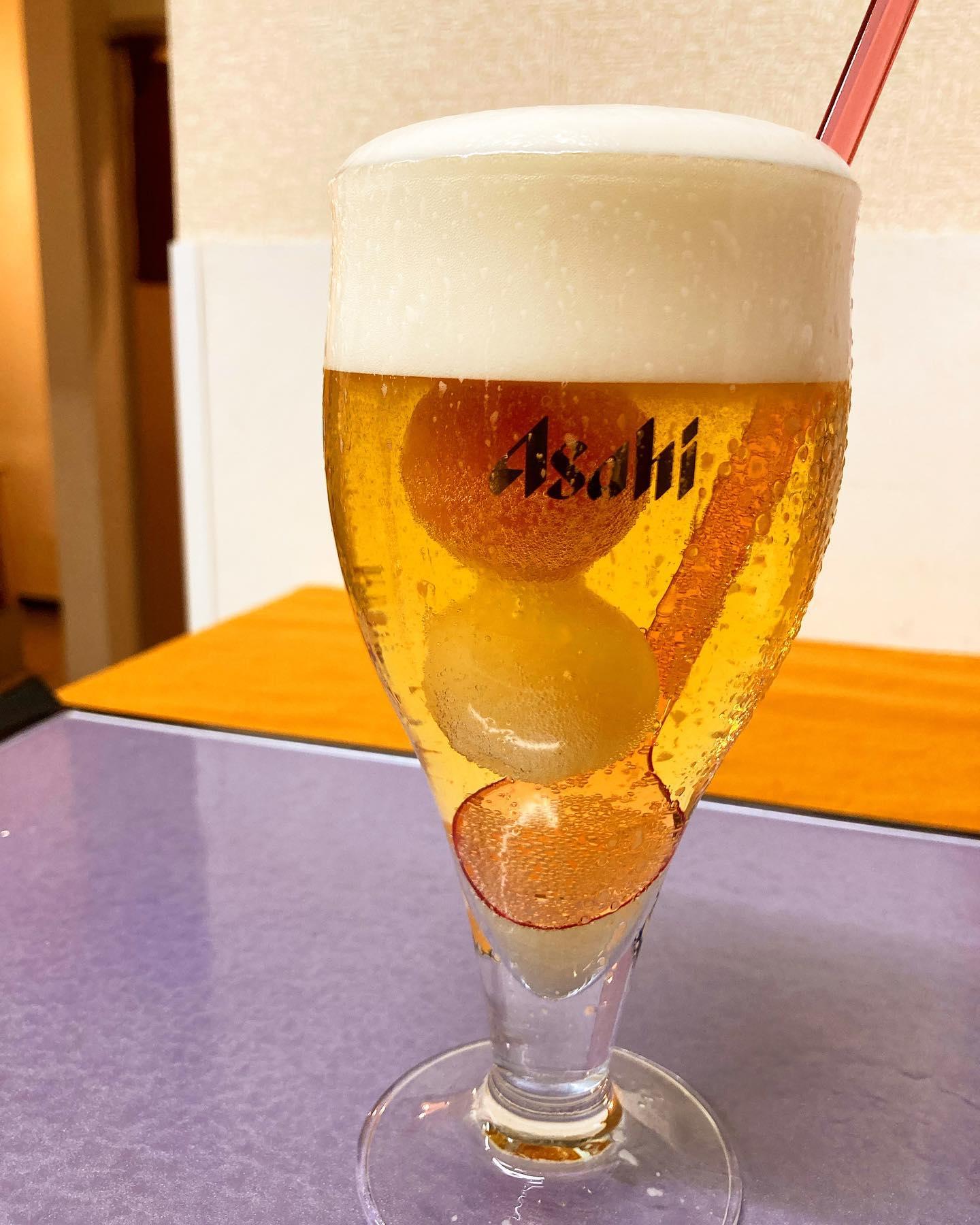 [おはしどころ菜でしこ] 〜ビアドロップス〜   フルーティーなシャーベットを溶かしながら 召し上がっていただくビアカクテル   「カンブリア宮殿」でも取り上げられた アサヒビールさんの新商品です   ビールが苦手な方でも、 味の変化を楽しみながら飲めますよ♪      ※お席を半分以下にしてご案内してます。  お越しの際はご連絡くださいますと  大変助かります。  ※お酒のご提供はご家族もしくは、  4名様以内のグループの方のみとなります。  ※ラストオーダー 20:00  閉店時間    21:00    【埼玉県本庄駅徒歩30秒】 【17:00〜21:00】 【お昼の和食コース有り🥢】  【インスタのメッセージ問合せ】 【お店️0495-23-3058】 【携帯080-3455-4951】     