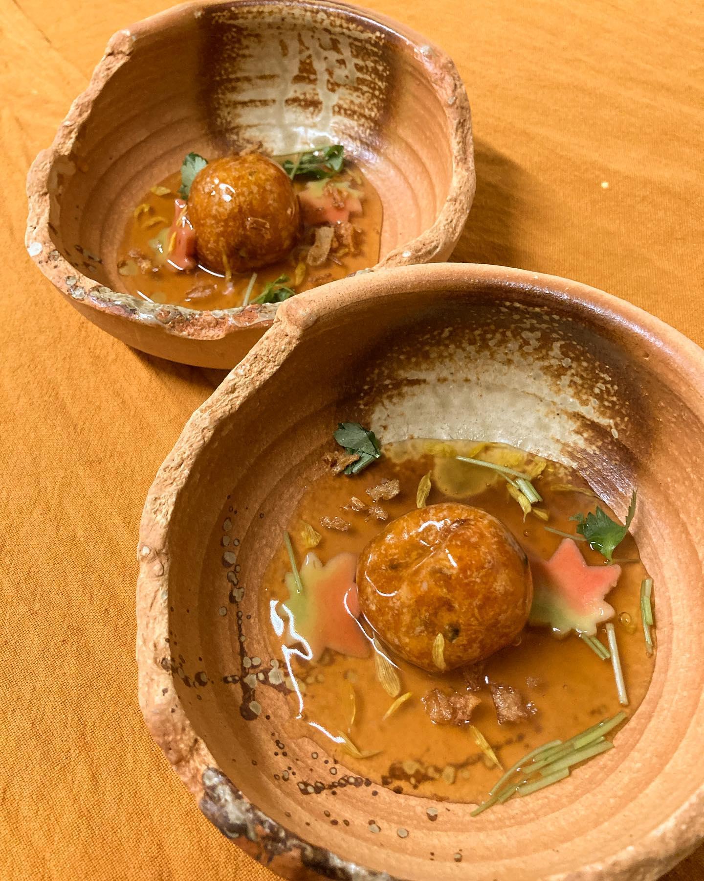 【おはしどころ菜でしこ】 〜かぼちゃチーズ饅頭秋あんかけ〜    煮付けにしたかぼちゃを潰して丸め、 中にモッツァレラチーズをたっぷり。   香ばしい香りがするくらいに揚げてあります    菊花と紅葉麩で秋を感じるあんかけで 召し上がってください       【17:00〜21:00】 【ラストオーダ20:00】  【埼玉県本庄駅徒歩30秒】 【駐車場️3台有り】  【お店️0495-23-3058】 【携帯080-3455-4951】 【インスタのメッセージ問合せ】      〜〜〜〜テイクアウトメニュー〜〜〜〜      ◉「豚なんこつのトロトロ煮」            税込853円   ◉「おまかせお酒のお供セット」            税込1900円〜   ◉「お家で贅沢!和食コース料理」         ・全8品を順番に          1人前税込3900円〜             (2名様より)   ◉「大皿ごとテイクアウト!   和食オードブル盛り合わせ   炊き立て土鍋ごはん付き(高菜)」          3〜4人前税込12000円〜            (お皿は要返却です)   ◉「炊き立て土鍋ごはん単品」      ・白米 3〜4人前 税込990円      ・高菜 3〜4人前 税込1200円    基本的には前日までの ご予約となります。 (食材管理の都合上すみません)   お気軽にお問い合わせください      